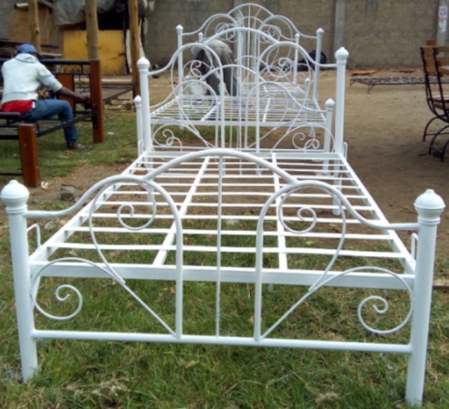 4 By 6 White Metal Bed Order From Rikeys Faster And Cheaper